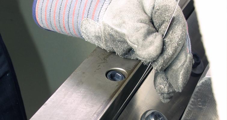 Reinstalling granulator knives