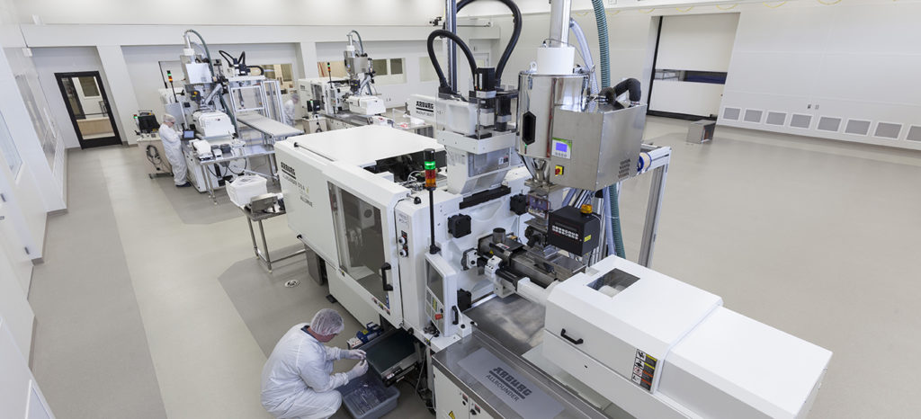 Injection molding machine in cleanroom